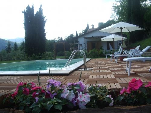 Tenuta la fratta agriturismo affitta appartamenti con piscina - Agriturismo con piscina lucca ...