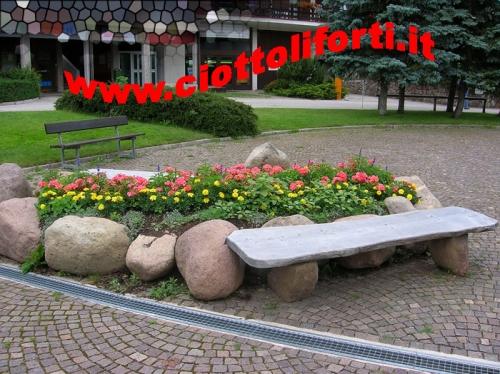 Ciottoli e pietre pietra naturale da giardino ciottoli for Ciottoli per giardino on line