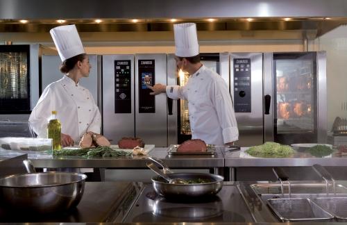 grandi cucine per comunita forno easysteamplus zanussi professional il forno che non invecchia mai